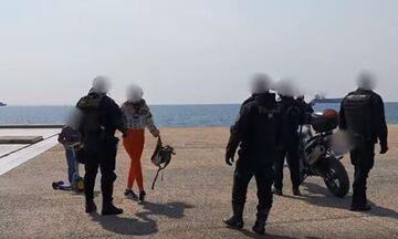Φραστική επίθεση σε αστυνομικούς και σε όσους κάθονται σπίτι! (vid)