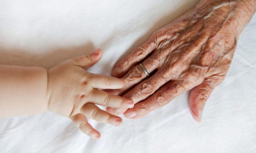 Κορoνοϊός και ελπίδα: Δύο ασθενείς, 6 μηνών και… 102 ετών, νίκησαν τον ιό