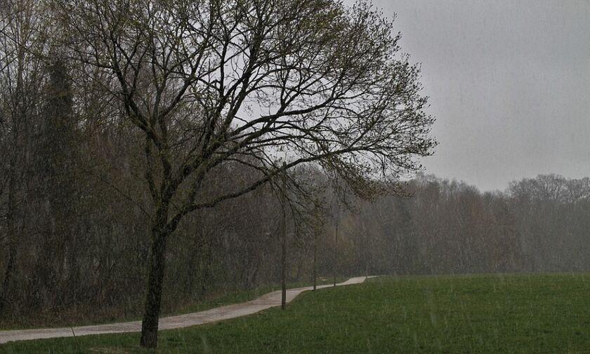 Καιρός: Επιδείνωση με βροχές, καταιγίδες και χιόνια - Θερμοκρασία σε πτώση, θυελλώδεις άνεμοι