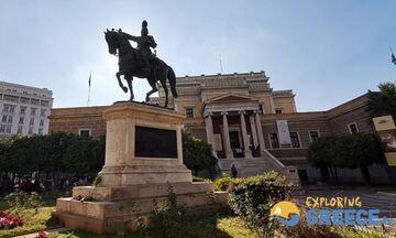 Φως στην Ελλάδα: Τι  δείχνει ο Θεόδωρος Κολοκοτρώνης στη Σταδίου
