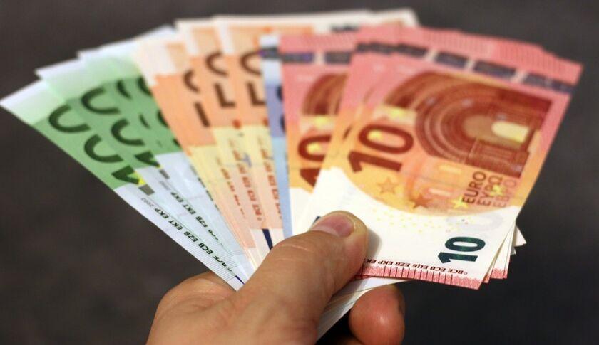 Κορονοϊός - Επίδομα, 800 ευρώ: Πότε θα μπουν χρήματα στους λογαριασμούς