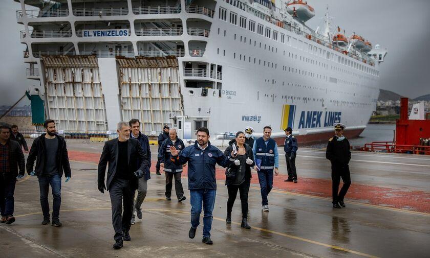 Στο πλοίο «Ελ. Βενιζέλος», στον Πειραιά  Χαρδαλιάς -Μώραλης - Καραντίνα 14 ημερών  (pics)