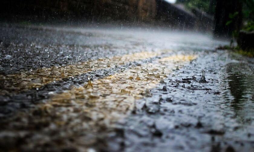 Καιρός με βροχές, καταιγίδες και χιονοπτώσεις. Θυελλώδεις άνεμοι, θερμοκρασία σε πτώση