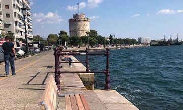 «Σαν το σπίτι δεν έχει»... Μήνυμα της αστυνομίας με drone στη Νέα Παραλία Θεσσαλονίκης