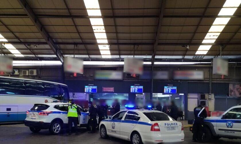 Κορονοϊός: Έλεγχος της ΕΛΑΣ στα ΚΤΕΛ Κηφισού - Εντόπισαν 17 παραβάτες (vid)