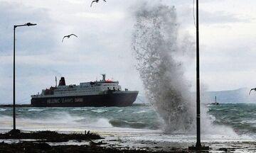 Δεμένα τα πλοία σε Πειραιά και Ραφήνα - Απαγορευτικό απόπλου σε ισχύ