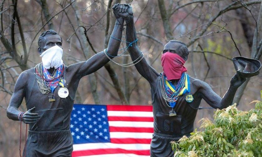 Το μήνυμα του δρομικού κινήματος για τον κορονοϊό: Μάσκες σε αγάλματα δρομέων! (pics)
