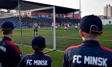 Λευκορωσία: Το ποδοσφαιρικό «γαλατικό χωριό» αψηφά τον κορονοϊό!