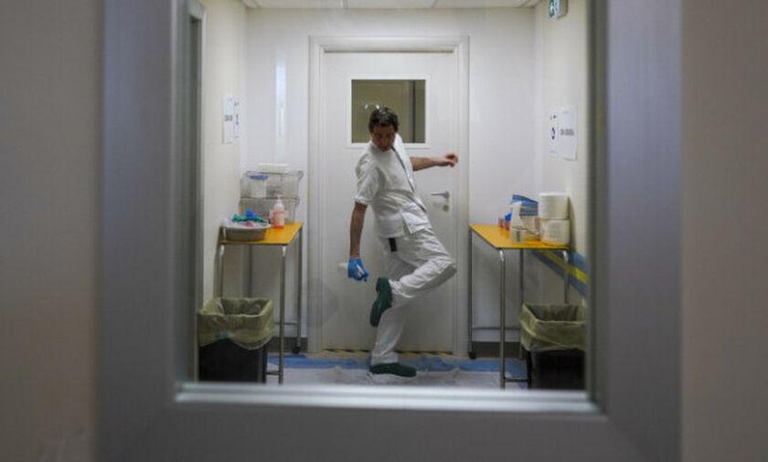 Κορονοϊός: Μειώνονται οι εισαγωγές στα νοσοκομεία της Αττικής, αυξάνονται τα εξιτήρια από τις ΜΕΘ