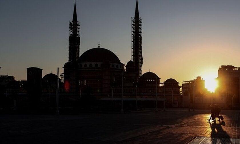 Κορονοϊός: 433 υπάλληλοι του δήμου της Κωνσταντινούπολης έχουν μολυνθεί, ένας υπέκυψε