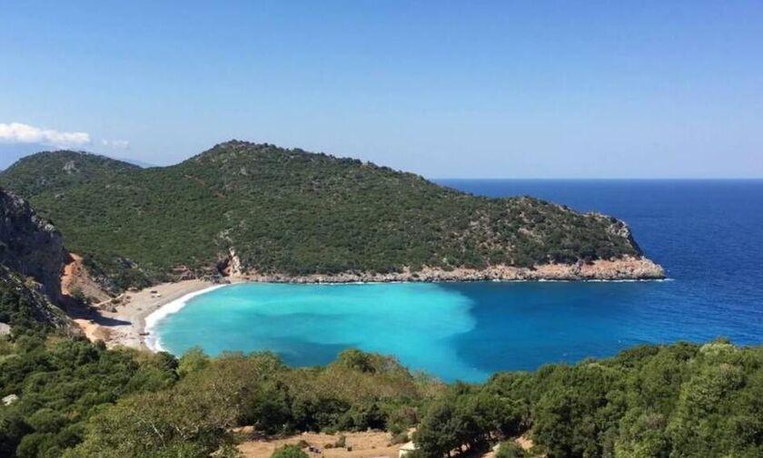 Φως στην Ελλάδα: Τσίλαρος, η πανέμορφη παραλία που μοιάζει με λίμνη
