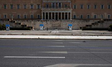 Guardian: «Πώς η Ελλάδα κερδίζει τη μάχη του κορονοϊού παρά τη δεκαετία του χρέους»