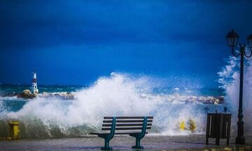 Καιρός: Αίθριος με θυελλώδεις ανέμους που θα εξασθενήσουν το μεσημέρι - Θερμοκρασία σε πτώση