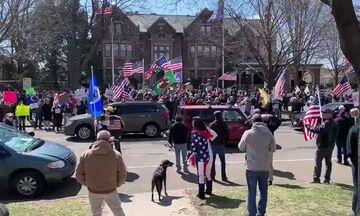 Στη Μινεσότα διαδηλώνουν έξω από το σπίτι του Κυβερνήτη (vid)