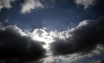 Καιρός: Αραιές νεφώσεις και πτώση της θερμοκρασίας την Κυριακή του Πάσχα (19/4)