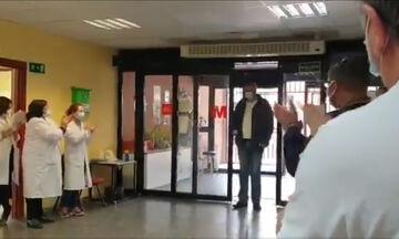 """Ισπανία- Αντιστροφή ρόλων: Οι γιατροί χειροκροτούν τον """"ήρωα"""" οδηγό ταξί (vid)"""