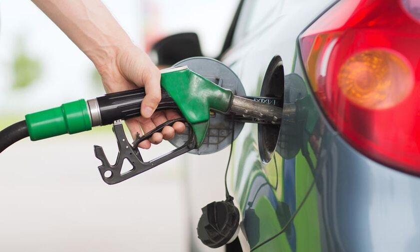 Γνωρίζετε σε ποια χώρα «φουλάρει» αυτοκίνητο με 4 ευρώ βενζίνη;