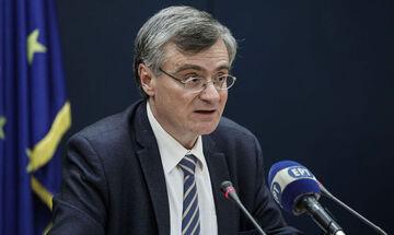 Τσιόδρας: «Πέντε θάνατοι και 156 νέα κρούσματα, εκ των οποίων τα 150 σε δομή φιλοξενίας στο Κρανίδι»