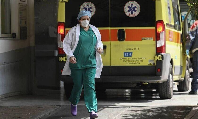 Koρονοϊός: Πολλαπλά κρούσματα σε κλινική στο Περιστέρι - Έσπευσαν Τσιόδρας και κλιμάκιο του ΕΟΔΥ