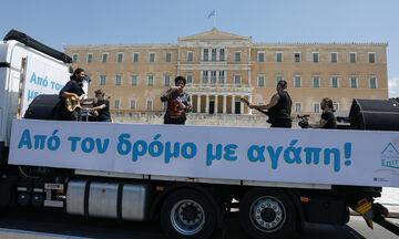 Η Άλκηστις Πρωτοψάλτη πάνω σε φορτηγό τραγούδησε στην Αθήνα - Θεατής και ο Μητσοτάκης! (pics, vid)