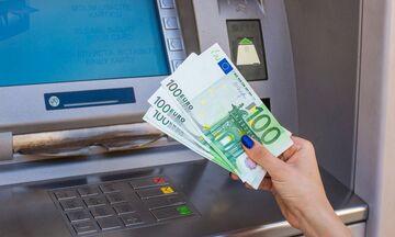 Υπ. Οικονομικών: Διευρύνεται ο αριθμός των δικαιούχων της αποζημίωσης των 800 ευρώ