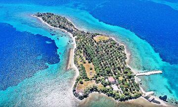 Φως στην Ελλάδα: Το ελληνικό νησί, που έχει σχήμα κιθάρας και ήθελαν να αγοράσουν οι Beatles! (vid)