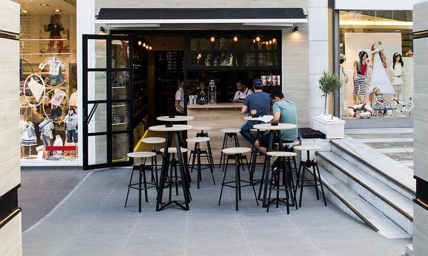 Εστίαση: Αύξηση χώρων στα μαγαζιά για τραπεζοκαθίσματα προαναγγέλλει ο Θεοδωρικάκος