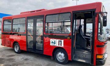Κοκκινίζουν… ανακατασκευασμένα τα παλιά λεωφορεία της δημοτικής συγκοινωνίας Πειραιά