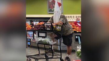 ΗΠΑ: Άνδρας πήγε στο σούπερ μάρκετ με κουκούλα της Κου Κλουξ Κλαν, αντί για μάσκα!