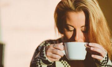 Καφές: Αν νιώσετε αυτά τα συμπτώματα πρέπει να τον μειώσετε