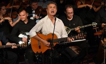 ΜΕGA: Ο Γιώργος Νταλάρας τραγουδά Τσιτσάνη, Θεοδωράκη (vid)