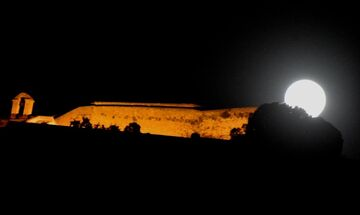 Το φεγγάρι στα καλύτερά του: Απόψε η υπερπανσέληνος του Μαΐου (pics)