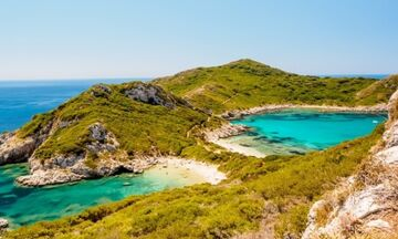 Φως στην Ελλάδα: Οι δίδυμες παραλίες που τις χωρίζει μια λωρίδα γης
