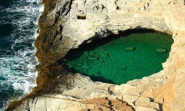 Φως στην Ελλάδα: Το  «Δάκρυ της Αφροδίτης» με τα σμαραγδένια νερά