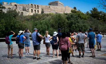 Τουρίστες στην Ελλάδα με την αίρεση του αρνητικού τεστ