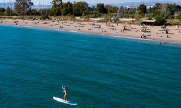 Οι παραλίες σε Άλιμο και Γλυφάδα κινήθηκαν σε ρυθμούς Αυγούστου - Πλήθος κόσμου στην παραλιακή (vid)