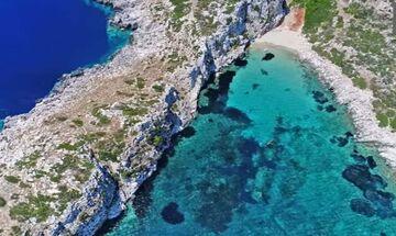 Φως στην Ελλάδα: Το άγνωστο ελληνικό νησί που μοιάζει με κροκόδειλο