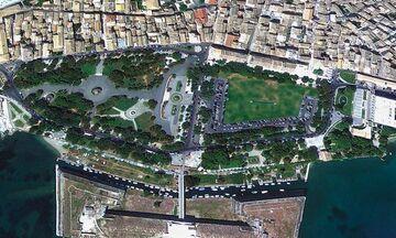 Φως στην Ελλάδα: Ποια πλατεία στην Ελλάδα είναι η μεγαλύτερη των Βαλκανίων