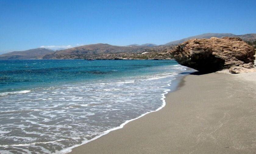 Φως στην Ελλάδα: Η άγνωστη παραλία της Ελλάδας με τους εντυπωσιακούς καταρράκτες