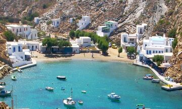 Φως στην Ελλάδα: Ποιο είναι το μικρό ελληνικό νησί με τις 235 εκκλησίες