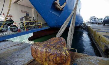 Πτώση οχήματος με δύο επιβαίνοντες στο λιμάνι του Πειραιά