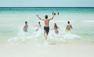 Ανοίγουν το Σαββατοκύριακο οι οργανωμένες παραλίες - Ελεύθερη μετακίνηση στα νησιά από 25 Μαΐου