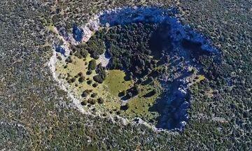 Φως στην Ελλάδα: Ο μυστηριώδης κρατήρας στη Βοιωτία και οι διάφορες θεωρίες για αυτόν
