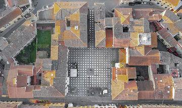StoDistante : Έτσι είναι η ιδανική πλατεία, με ασφαλείς αποστάσεις (pic)