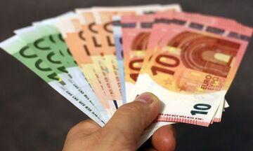 800 ευρώ: Ποιες είναι οι νέες κατηγορίες εργαζομένων που θα λάβουν το επίδομα