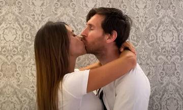 Δύο ζευγάρια από την Ελλάδα φιλιούνται στο ίδιο κλιπ με Μέσι, Ρίκι Μάρτιν, Μπεν Άφλεκ (pics-vid)