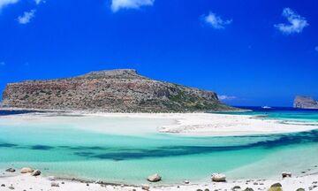 Φως στην Ελλάδα: Η εντυπωσιακή ελληνική παραλία που έχει ροζ άμμο