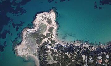 Φως στην Ελλάδα: Η κρυφή παραλία στη Ραφήνα με τον προϊστορικό οικισμό!