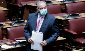 Καραμανλής: Αγνώριστος στη Βουλή με μάσκα και.. γενειάδα (pics)