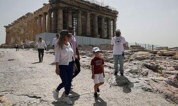 Τα διεθνή ΜΜΕ καλωσορίζουν την έναρξη της τουριστικής σεζόν στην Ελλάδα